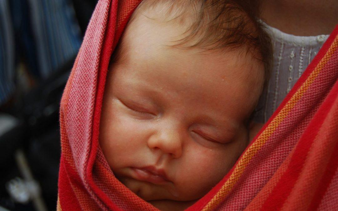 Principe et avantages d'une écharpe de portage pour bébé